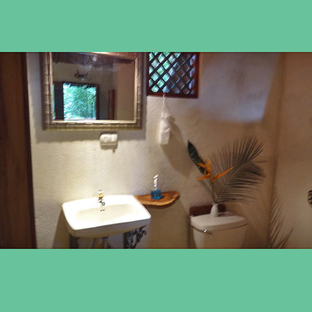 Cabina Africa bathroom